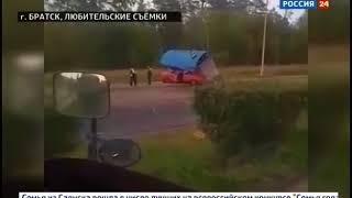 Автомобиль снёс остановку в Братске, водитель сбежал