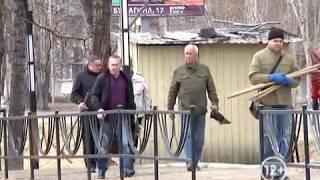 """Субботником """"отметили"""" день МСУ городские чиновники в Биробиджане(РИА Биробиджан)"""