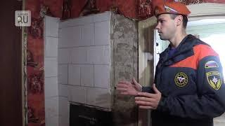 Пожарные инспекторы проверяют дома с печным отоплением