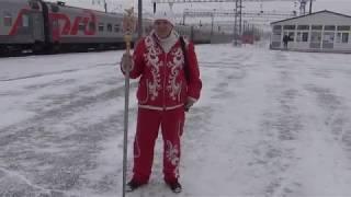Посланник Деда Мороза поздравляет оренбуржцев