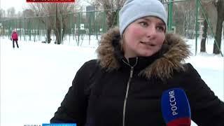 Прямое включение: возле Центрального стадиона в Красноярске заработал каток