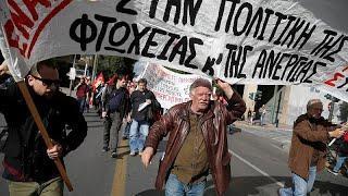 Греки требуют повышения зарплат и пенсий