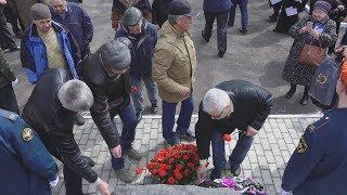 UTV  В годовщину Чернобыльской катастрофы в Уфе почтили память жертв радиационных аварий