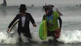 Карнавал сёрферов в честь Хэллоуина