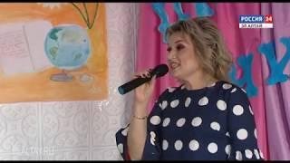 На сцену вышли преподаватели и студенты Горно-Алтайского педагогического колледжа
