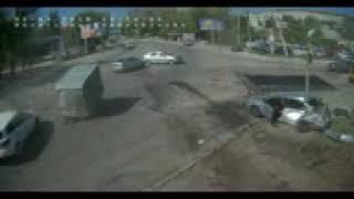 ДТП в Днепре - фура влетела в машины возле АТБ на Победе, внизу улицы Космической