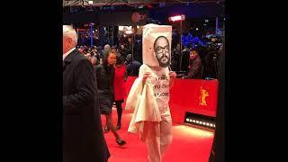 Немецкая актриса появилась на Берлинале с мешком на голове в знак поддержки Серебренникова