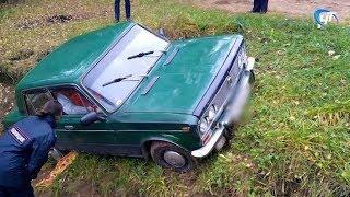 В Крестецком районе в угнанном автомобиле нашли тела двух подростков
