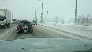 В Южно-Сахалинске автомобиль решил проехаться по дороге без шин