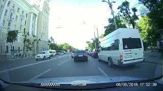 Конфликт автомобилиста и маршруточника в Воронеже