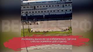В Череповце иномарка врезалась... в корабль