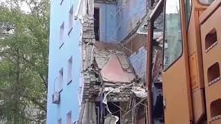 Спасатели заканчивают разбор завалов на месте обрушения части дома на проспекте Строителей