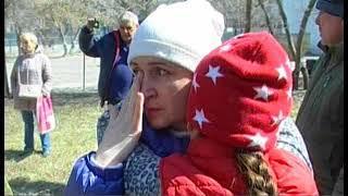 Челябинские полицейские устроили потасовку со стариками, которые встали на защиту детской площадки
