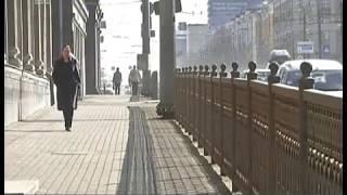 Травмоопасный чугун. В Челябинске заменят ограждения на площади Революции