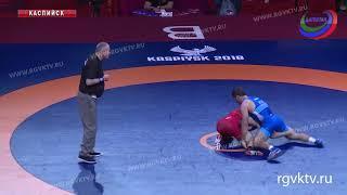 Два российских спортсмена прошли в полуфинал ЧЕ по спортивной борьбе
