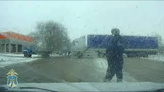 Автоинспекторы помогли водителям на заснеженных дорогах Новоселицкого района