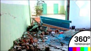В Бобровской средней школе новосибирской области рухнула стена