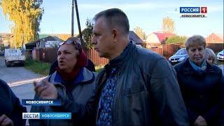 Жители Первомайского района Новосибирска вышли из домов и окружили своего депутата
