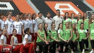 Участницы конкурса «Мисс Екатеринбург» провели тренировку на футбольном поле