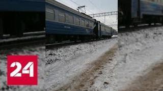 Опубликовано видео с места столкновения экскаватора и электрички в Москве - Россия 24