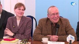 В Великий Новгород прибыл главный телевизионный умник России Юрий Вяземский