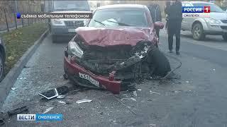 На Дзержинского в Смоленске столкнулись две иномарки