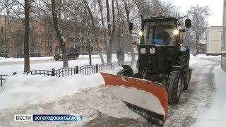 Ноябрьский снег испытал коммунальщиков в Вологде
