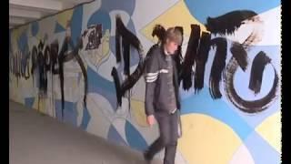 Неизвестные изрисовали подземный переход на улице Ленина