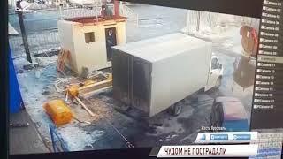 ВИДЕО: с крыши ярославского магазина сошла огромная лавина