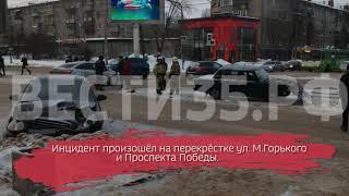 """Лобовое столкновение: в Череповце """"Хендай"""" врезался в ВАЗ 2107"""