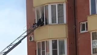 В одной из многоэтажек Пятигорска из-за замыкания загорелась квартира