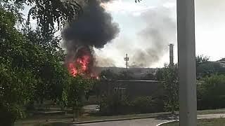 В Будённовске загорелась старая казарма