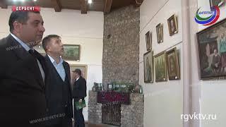 В Дербенте открылась выставка Зелимхана Эсмурзиева «Вехи творчества»