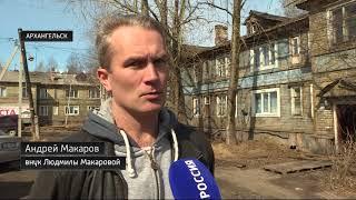 В Архангельске деревянный дом сдался под натиском воды от таяния снега