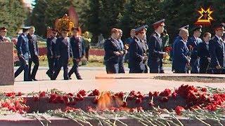 Возложили цветы и к вечному огню в мемориальном комплексе Победа.