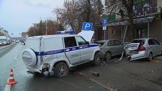 В центре Пензы произошла серьезная авария с участием полицейской машины и маршрутки
