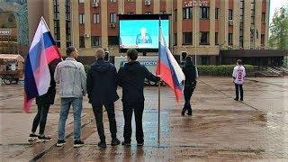 Главную площадь Ханты-Мансийска заполонили футбольные болельщики