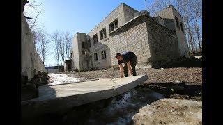 В Воронежской области на школьницу упала бетонная плита