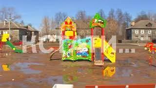 Грязные развлечения - власти Неклюдова загнали детей играть в болото