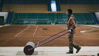 Закатали в торт - покрытие в теннисном центре Ханты-Мансийска меняют под международные стандарты