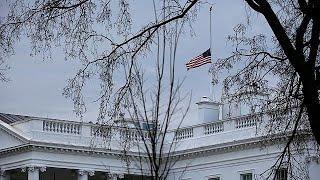 В США приспущены флаги