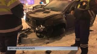 ДТП в центре Ярославля: водитель внедорожника на скорости врезался в ограждение и скрылся