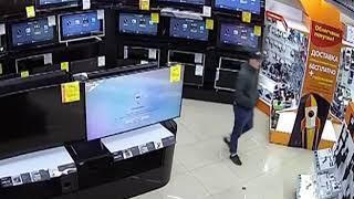 В Ярославле разыскивают мужчин, укравших компьютерную технику