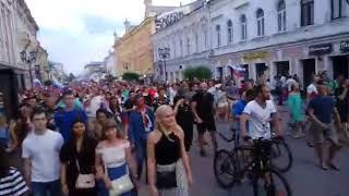 Покровка гуляет, нижегородцы радуются победе сборной России