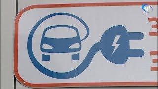 В Великом Новгороде работает колонка для зарядки автомобилей на батарейках