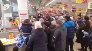 Воронежцы передрались в гипермаркете из-за акции