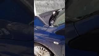 Ещё один автомобиль в Ставрополе пострадал от глыбы льда