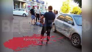 Мотоцикл и «Тойота» столкнулись в центре Вологды: водитель байка в тяжелом состоянии