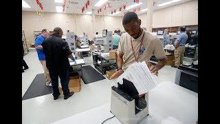 «Люди уважают законы и мнения других избирателей». Почему во Флориде пересчитывают голоса