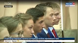 Выпускникам-медалистам показали, как работает губернатор Алтайского края